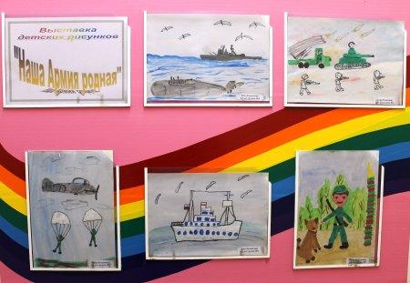 """Выставка детских рисунков """"Наша армия родная"""""""