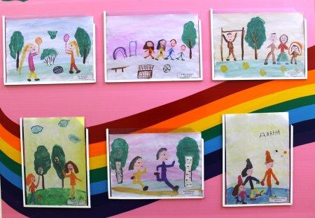 """Выставка детских рисунков """"Здоровые дети в здоровой семье"""""""
